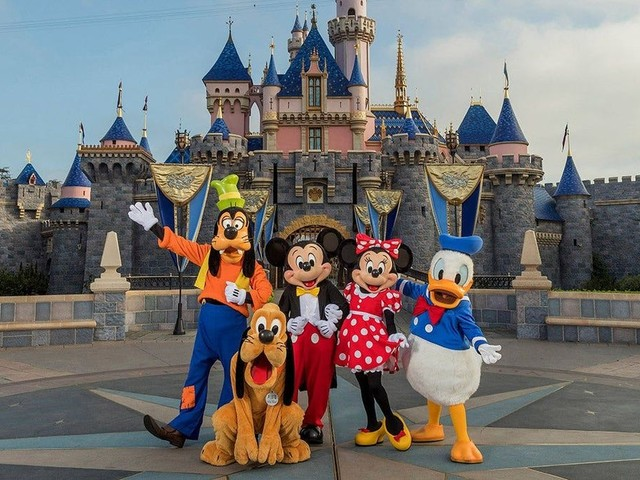 Disneyland, other California theme parks can reopen April 1 with limited capacity