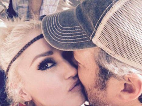 "Gwen Stefani Kisses ""Birthday Boy"" Blake Shelton at Family Party"