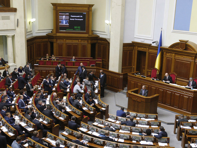 Ukraine passes sweeping new 'anti-oligarch' law, critics say restrictions will be used to target Zelensky's political opponents