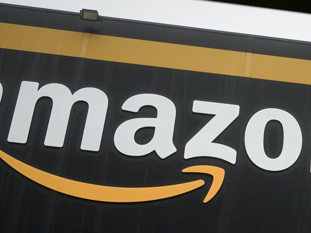 More than 400 musicians pledge not to work with Amazon until it severs all ties with ICE