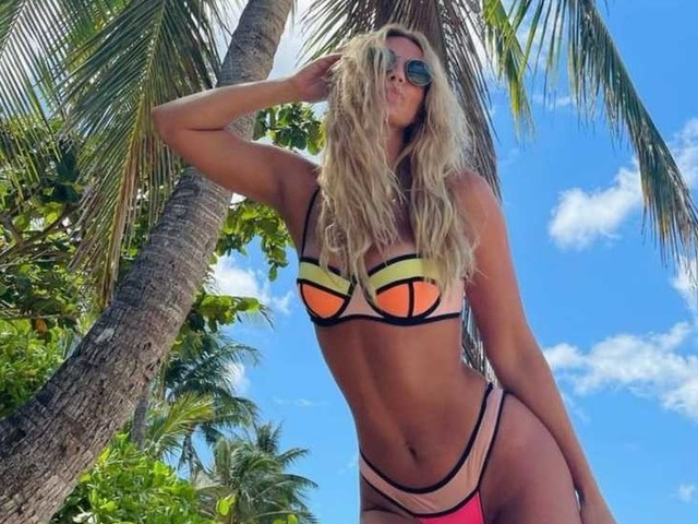 'Nice coconuts': Russian breaststroke charmer Efimova soaks up sun before planning tilt at $1.4m Swimming World Cup (PHOTOS)