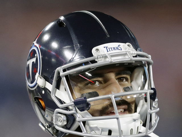 Mariota helping Titans on, off field despite being benched