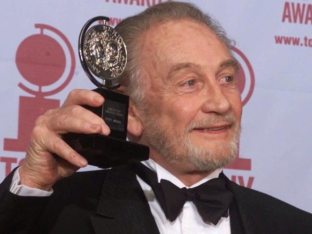 Roy Dotrice, Tony-winning actor known for his role in the film 'Amadeus,' dies at 94