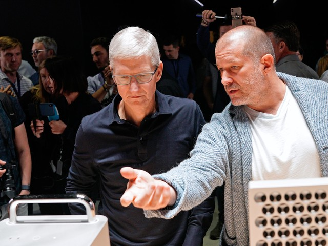 Jony Ive's departure is just the latest headache in Apple's increasingly tough year (AAPL)