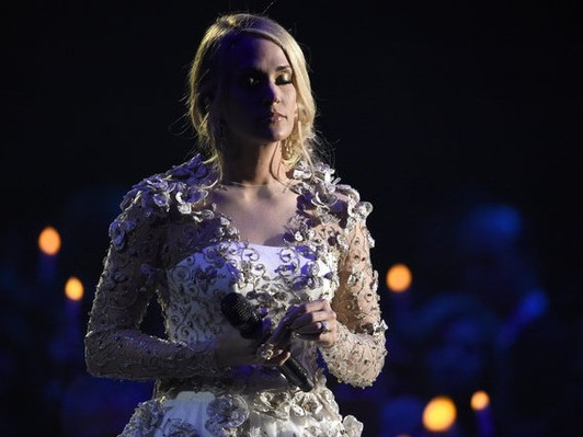 CMA Awards 2017: Carrie Underwood breaks down in tribute to Las Vegas victims