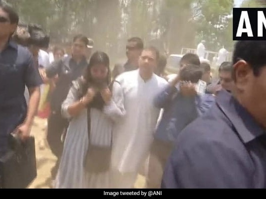 Rahul Gandhi, Priyanka Help Journalists Injured At Roadshow To Ambulance
