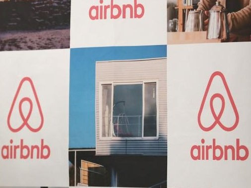 Airbnb aims for $35 billion valuation in IPO this month