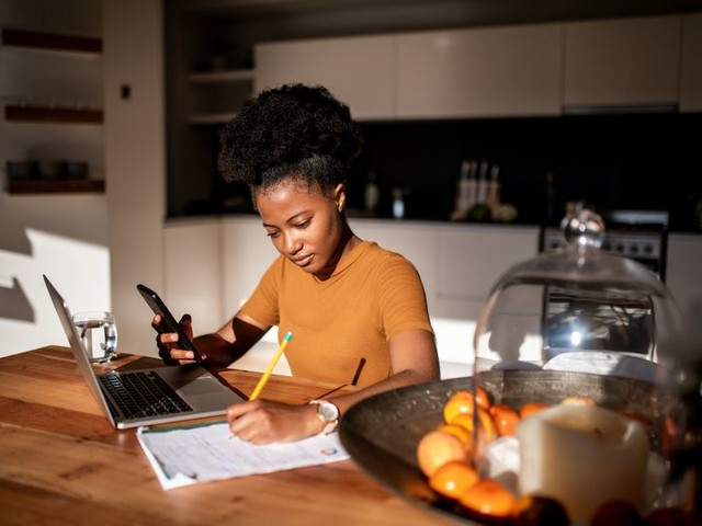 23 Entry-Level Jobs You Can Do From Home With No Experience