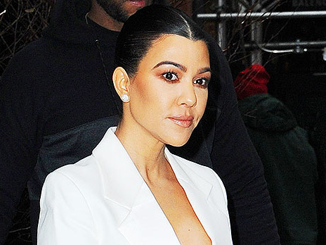 Kourtney Kardashian, 40, Shows Off Her Gorgeous Lips In New Selfie & Looks Just Like Kim