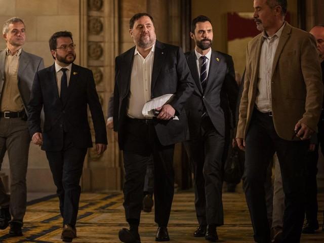 6 Catalan separatist prisoners return to regional parliament