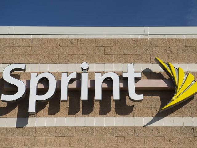 Free year of unlimited service? Sprint wooing customers away from competitors
