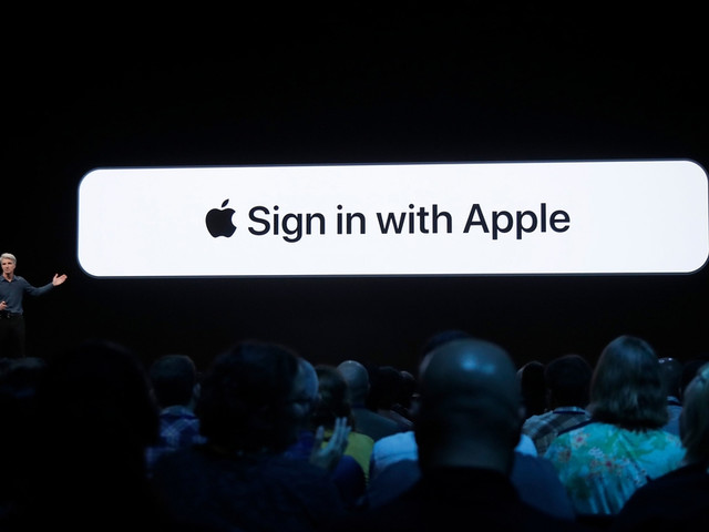 Google login chief actually praises new 'Sign In with Apple' button