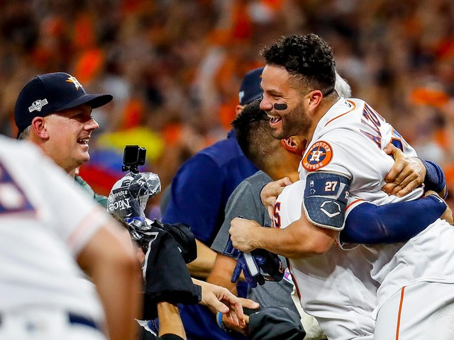 Jose Altuve's home run sends Astros to World Series