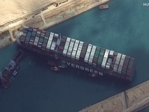 Plan made to refloat ship blocking Suez Canal using tide