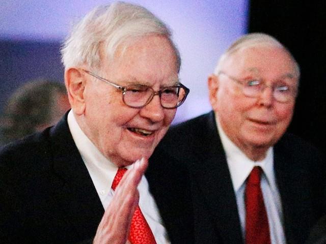 'They're not calling Warren': Berkshire Hathaway's Charlie Munger says 'frozen' bosses aren't seeking Buffett bailouts