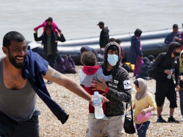 Record number of migrants make risky Channel crossing to UK