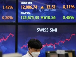 World shares lower after Wall St rebound on US growth data