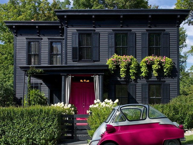 The Cheerful Curb Appeal Idea That's Trending on Pinterest