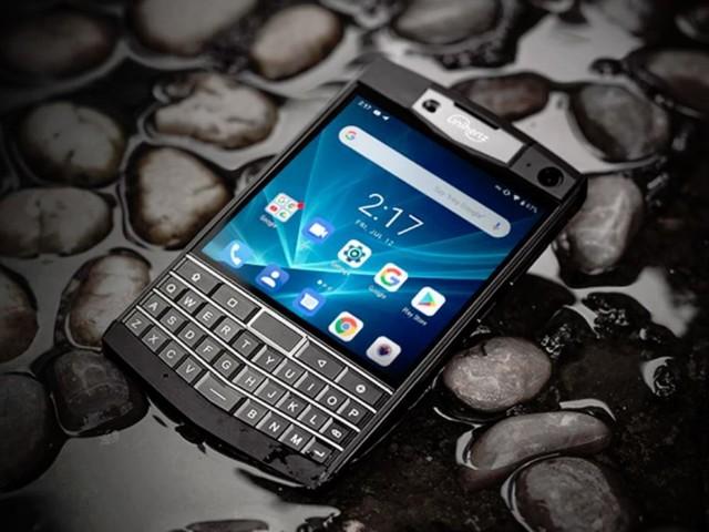 The Unihertz Titan is a bargain-priced Blackberry-alike built for punishment