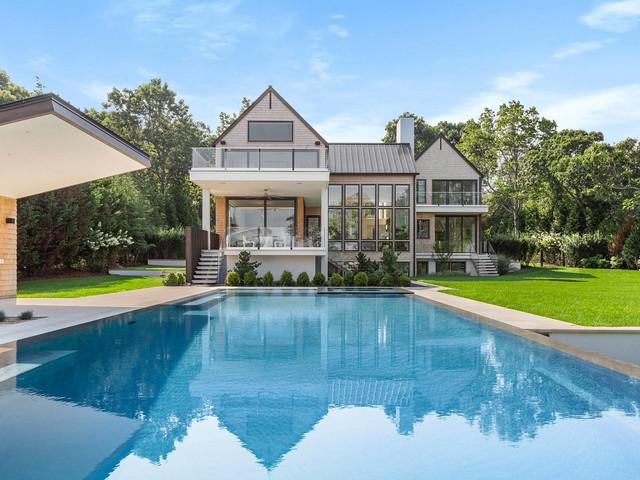 Sienna Miller shacks up in $11M modern Hamptons mansion