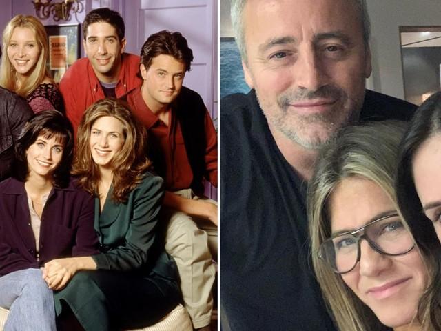 They Were on a Break! Friends's Courteney Cox, Jennifer Aniston, and Matt LeBlanc Reunite