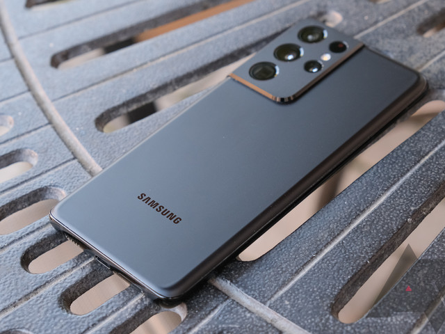 Samsung is bringing back faster charging speeds for the Galaxy S22 Ultra