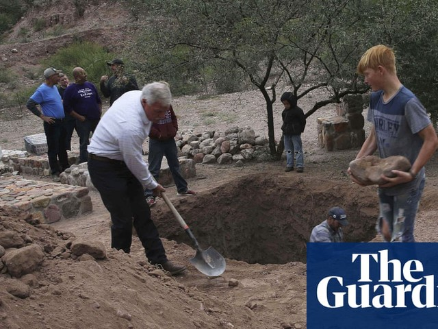 Mexico: hymns and tears as victims of attack on Mormon families are buried