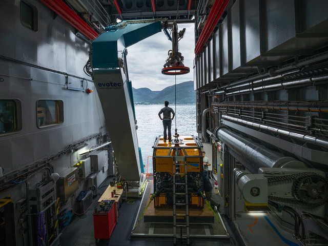 A New Ship's Mission: Let the Deep Sea Be Seen