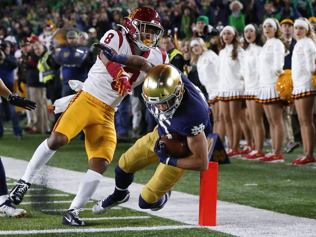 No. 9 Notre Dame holds off USC