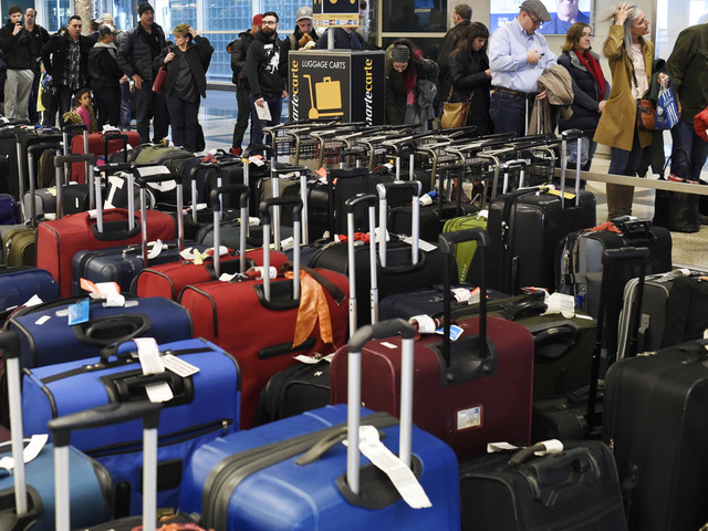 Airlines won't be forced to disclose price of baggage fees