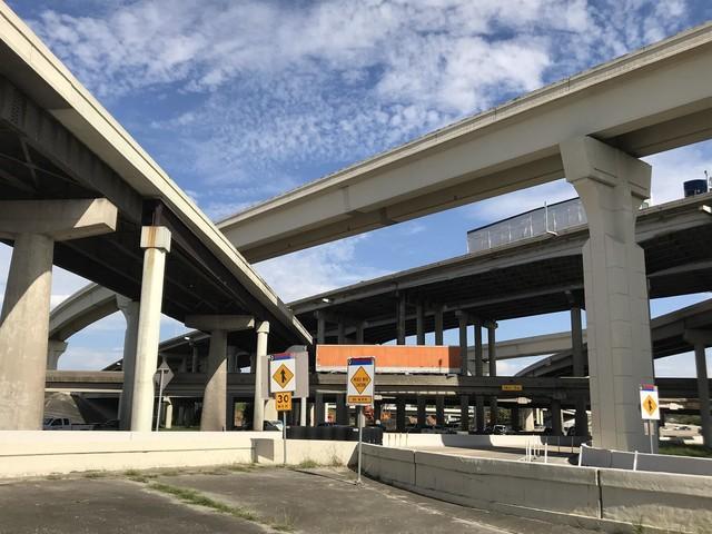 Southbound I-69 lane closing at Loop 610 starting Monday