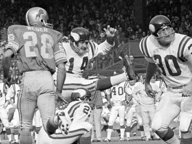 Fred Cox, Vikings Kicker and an Inventor of Nerf Football, Dies at 80