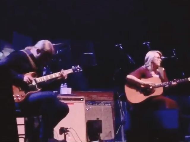 Tedeschi Trucks Band Plays Acoustic Mini-Set In Austin