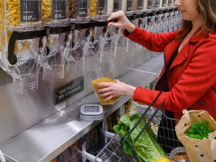 UK supermarket trials package-free groceries