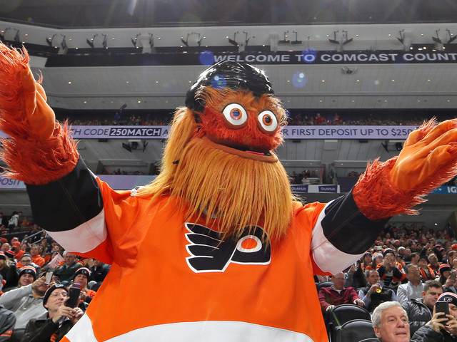 Flyers mascot Gritty punched my 13-year-old son: complaint