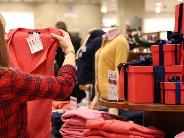 Holiday shopping isn't just about the best deals —make sure you're using a credit card that protects your purchase and maximizes your rewards