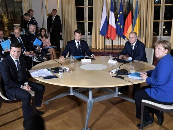 """""""No Compromise"""": Maidan Protesters Threaten 'Overthrow' As Zelensky Meets With Putin In Paris"""