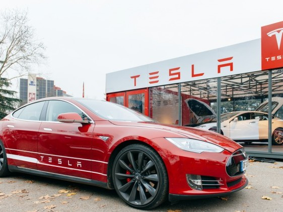 Hey, American patriots: Why all the Tesla hate?
