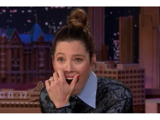 Jessica Biel Is Absolutely Mortified to See Her '90s Self Dissing NSYNC