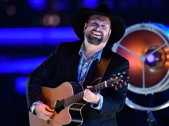 Garth Brooks' Parents & Family: 5 Fast Facts You Need to Know