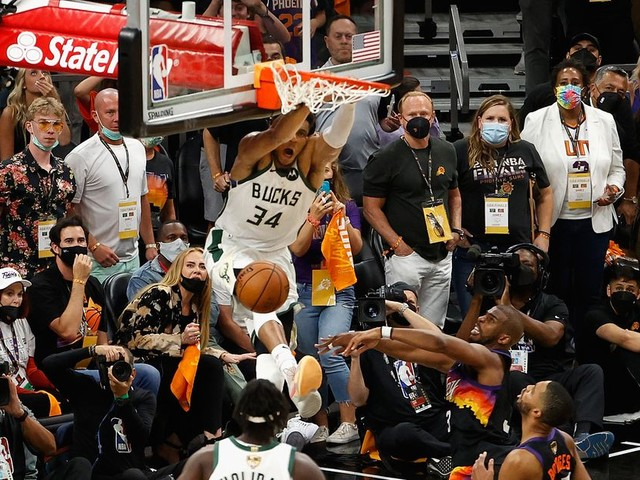 9 reasons Jrue Holiday's steal and alley-oop to Giannis Antetokounmpo was incredible