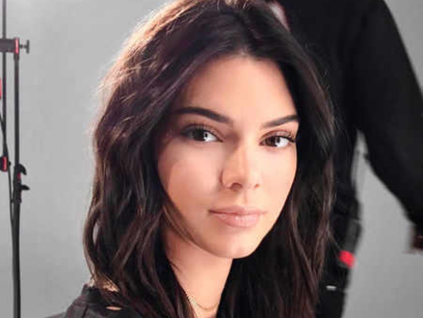 Kendall Jenner's Hairstylist Reveals 5-Minute Holiday Party Looks