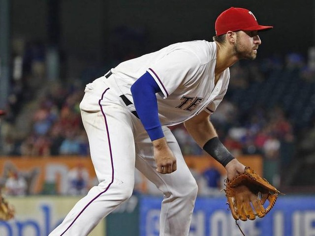 Rangers send Gallo to Texas to have hamstring evaluated