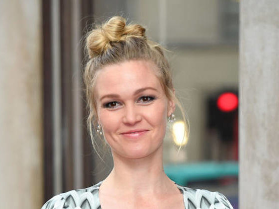 Julia Stiles Looks Like a Glowy Goddess on Her First Outing Since Pregnancy Announcement