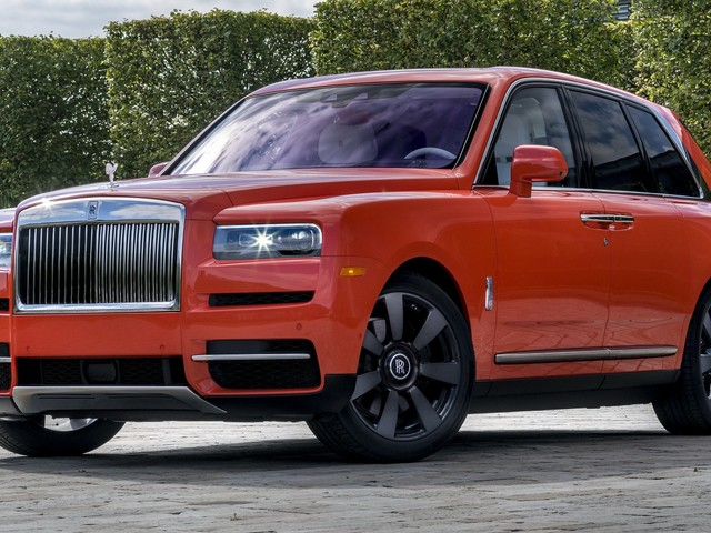 Bespoke Rolls Royce Cullinan Will Attack Your Eyeballs With Its Fux Orange Paint