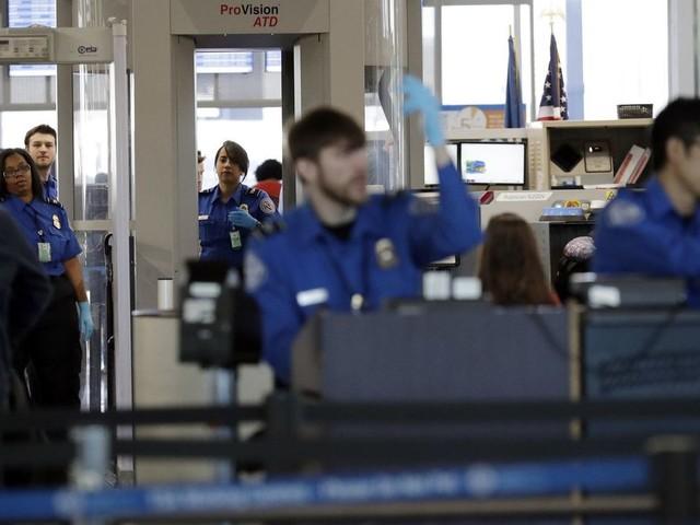 10% of TSA airport screeners skipped work Sunday