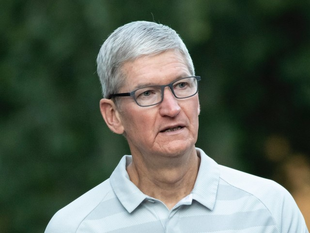 Apple's iPhone sales slump continued in Q3, but Mac and wearable growth helped top targets (AAPL)