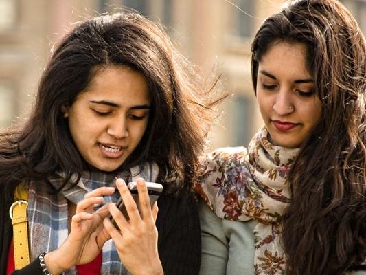Social Media Showdown: Facebook Inc vs. Snap Inc