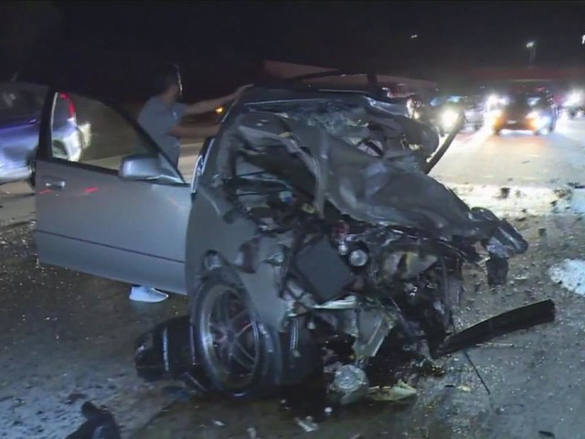 Simi Valley man killed, girlfriend severely injured in wrong-way crash on 118 Fwy near Porter Ranch
