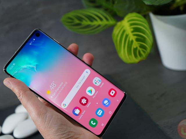 Banking Apps Start To Blacklist Samsung Galaxy S10 Following Fingerprint Flaw